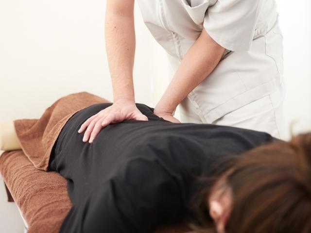 身体の歪みを整えて体液の流れを向上させる施術で症状を改善します