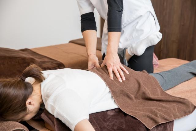 身体全体のバランスを整える施術で膝への負担を軽減します