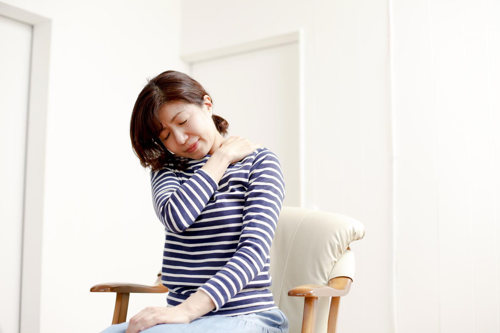 筋肉の衰えや姿勢の悪さも炎症を起こす原因になります
